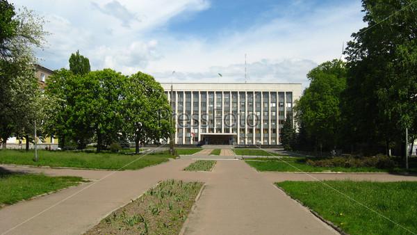 Фотография на тему Парк с видом на здание