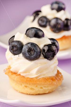 Свежие фруктовые пирожные