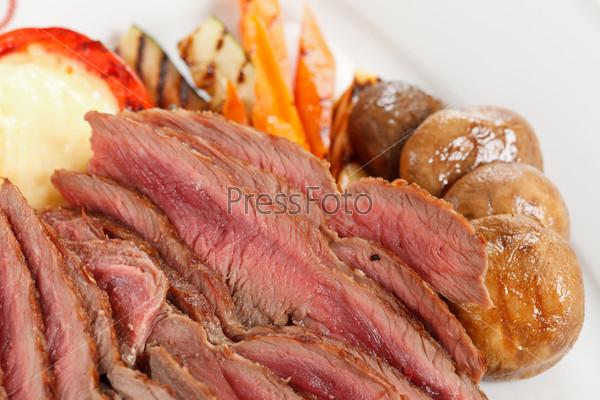 Фотография на тему Жареная говядина с овощами