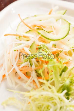 Салат с нашинкованой капустой