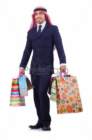 Араб с покупками на белом фоне