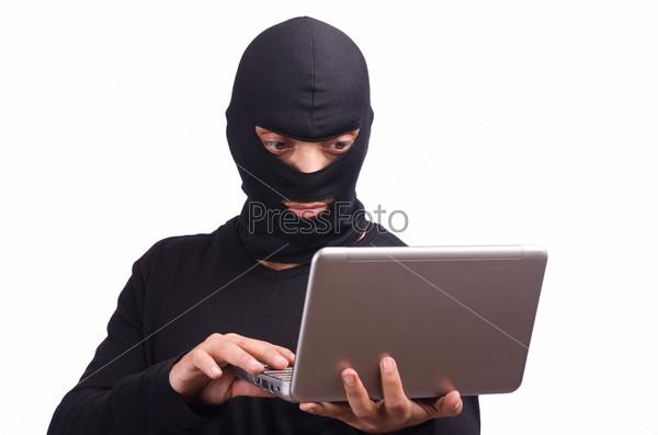 Хакер в маске с компьютером