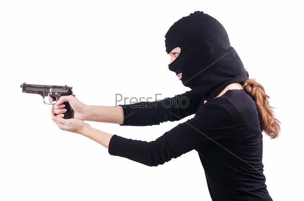 Преступник с пистолетом, изолированный на белом фоне