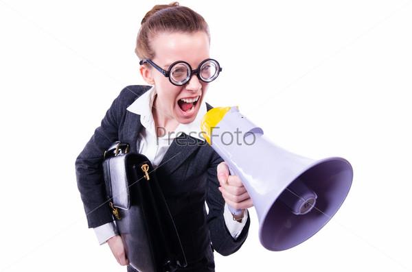 Молодая бизнес-леди с громкоговорителем на белом фоне