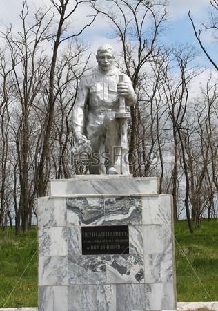 Фотография на тему Памятник защитникам Родины