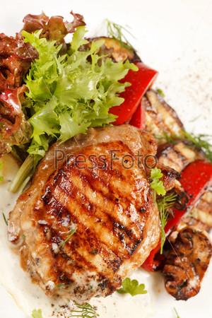 Фотография на тему Куриный стейк с овощами