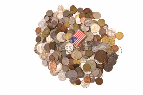 Американский флаг на горсти монет