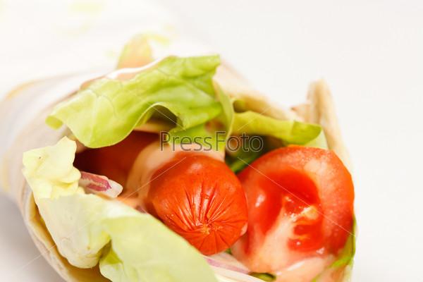 Фотография на тему Лепешка с колбасой и овощами