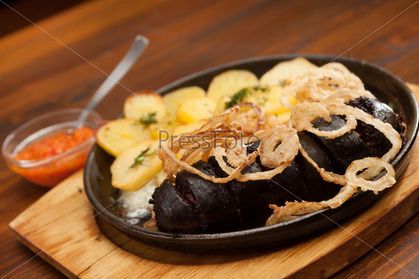Кровяная колбаса с картофелем