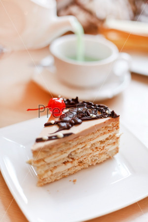 Чай с пирожными