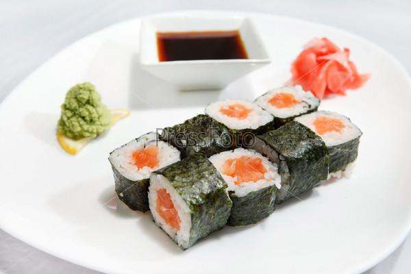 Фотография на тему Суши с соевым соусом
