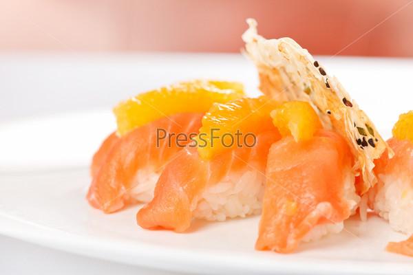 Нигири из лосося с апельсином