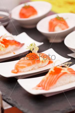 Фотография на тему Суши на столе