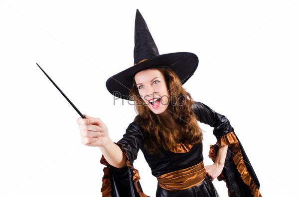 Ведьма с палочкой, изолированная на белом фоне
