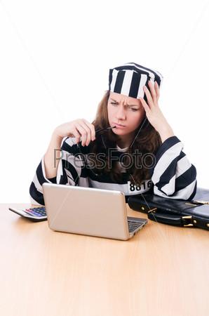 Фотография на тему Хакер в тюремной робе с ноутбуком на белом фоне
