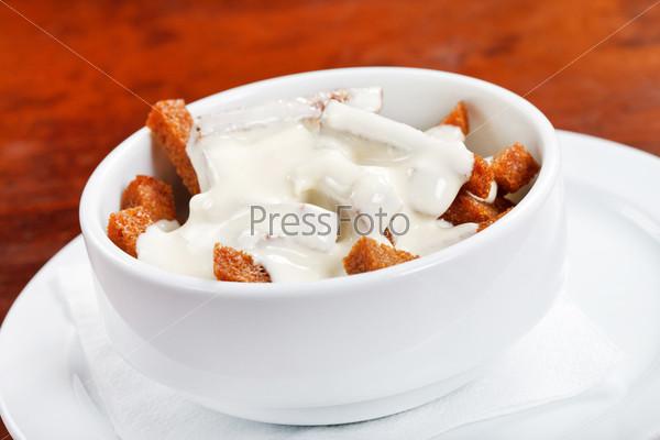 Хлебные палочки с соусом