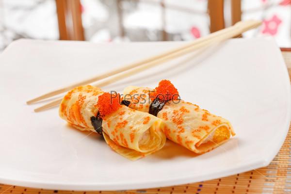 Суши маки с омлетом