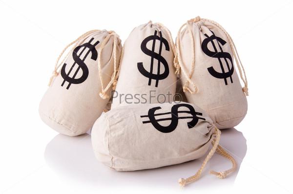 Мешки с деньгами на белом фоне