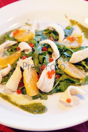 Салат с кальмарами и апельсином