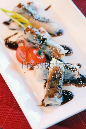 Фотография на тему Китайские роллы с лососем