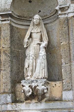 Фотография на тему Статуя святой в Верней-сюр-Авр. Франция