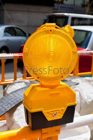 Дорожный строительный желтый знак
