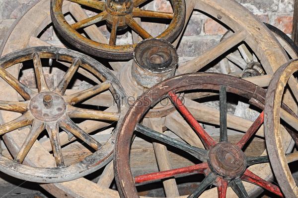 Антикварные колеса от телег