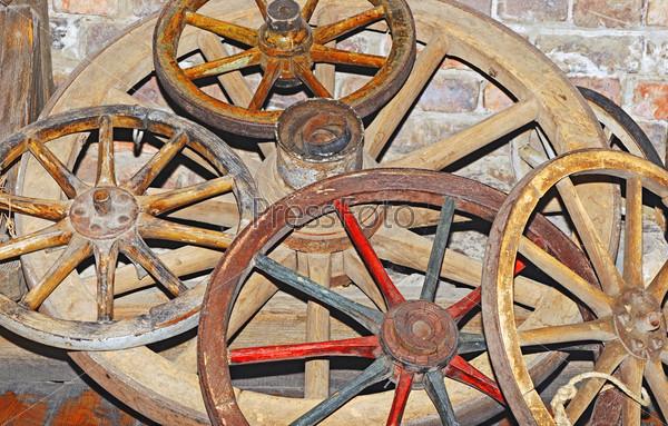 Фотография на тему Антикварные колеса от телег