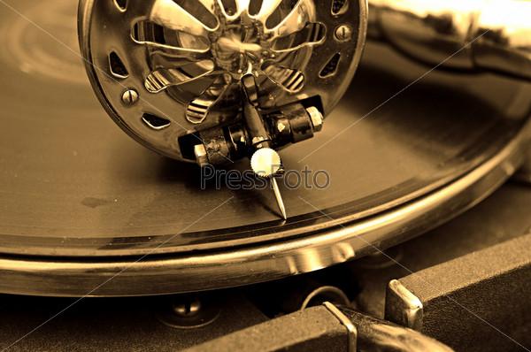 Старый граммофон и старые пластинки