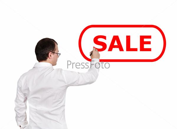"Бизнесмен рисует слово ""распродажа"""