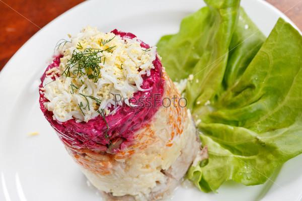 Русский салат с селедкой
