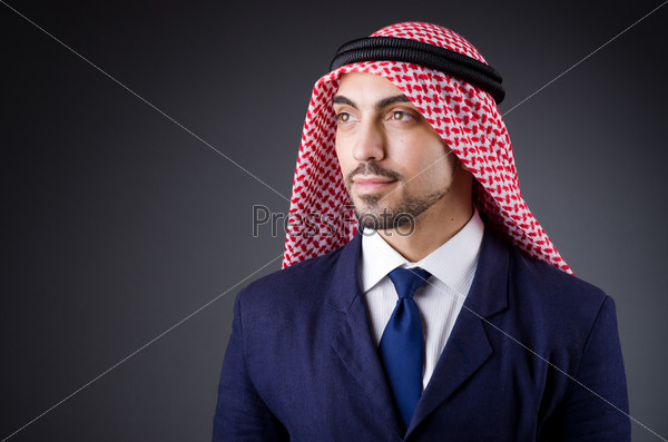 Арабский бизнесмен в студии