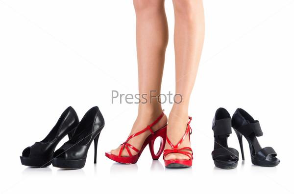 Выбор женской обуви на белом