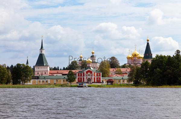 Русская православная церковь. Иверский монастырь на Валдае, Россия