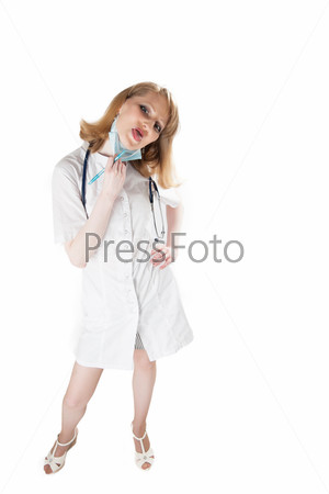 Задумчивый врач с фонендоскопом