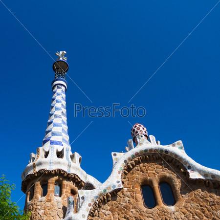Барселона, парк Гуэль, пряничный дом Гауди