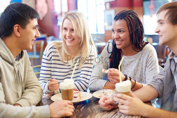 Фотография на тему Друзья в кафе