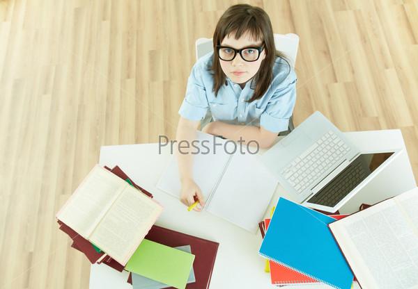 Студент за столом