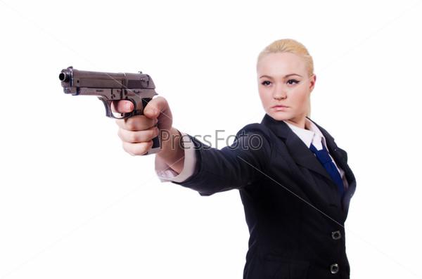 Женщина с пистолетом, изолированная на белом фоне