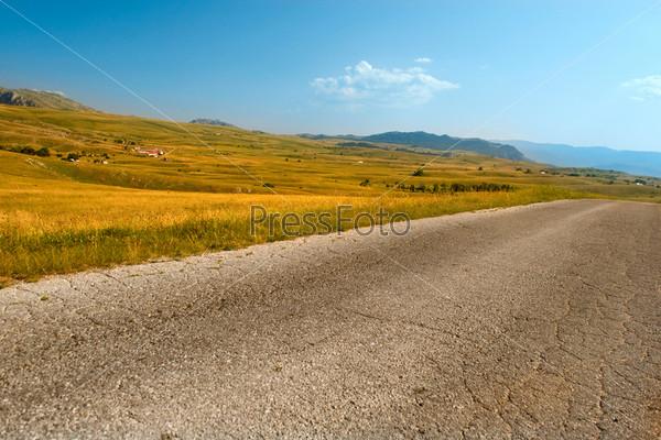 Пустая дорога в парке Дурмитор, Черногория