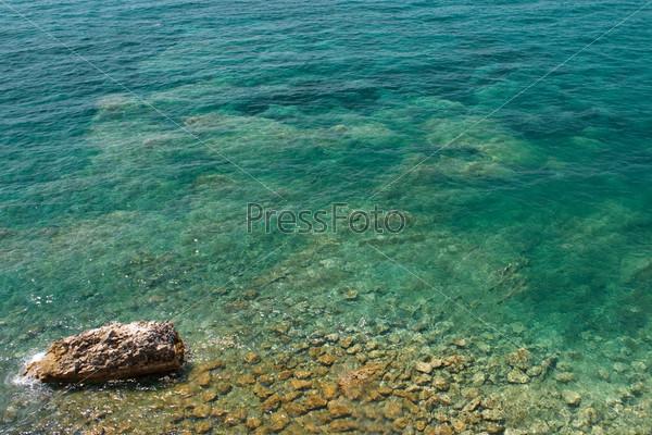 Камни под водой