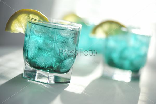 Мятный сироп с лимоном и льдом