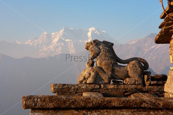 Каменный снежный лев - священное индуистское место в индийских Гималаях, Тунгнатх