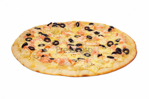 Пицца с лососем на белом фоне