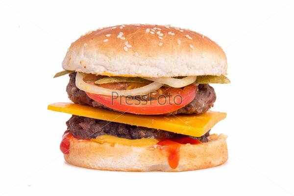 Двойной чизбургер на белом фоне