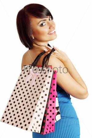 Женщина держит пакеты