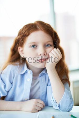 Задумчивая девочка