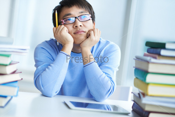 Задумчивый студент