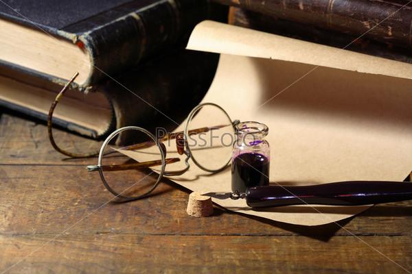 Фотография на тему Чернильница и ручка