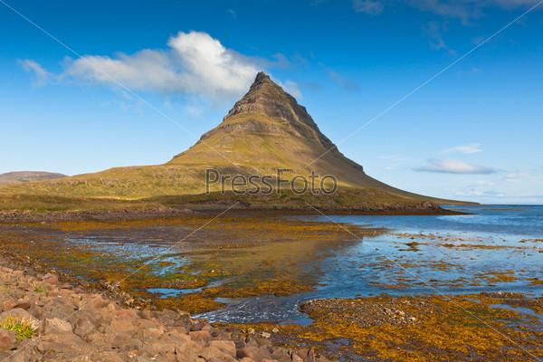 Западная Исландия, гора Киркьюфелл летом